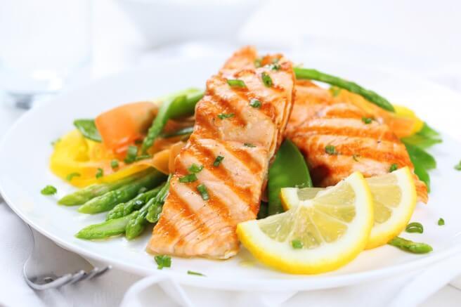 Il pesce povero di grassi da integrare in un regime alimentare ipocalorico ricco di proteine e omega 3