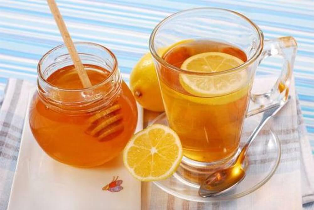 Limone e miele un potente Bruciagrassi e non solo. Ecco tutti i benefici