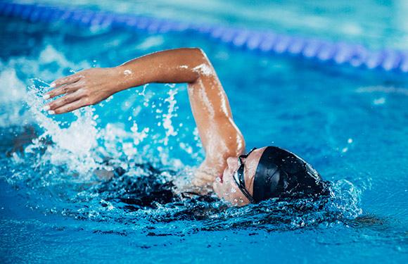 I benefici del nuoto: 10 motivi per praticarlo almeno una volta a settimana