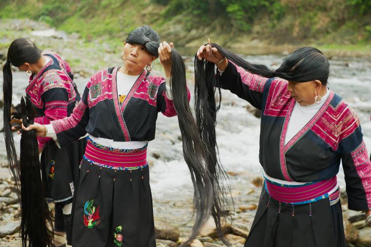 Acqua di riso fermentato accelera la crescita dei capelli e li rende forti e sani